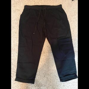 Old Navy cropped black cargo capris - like new!